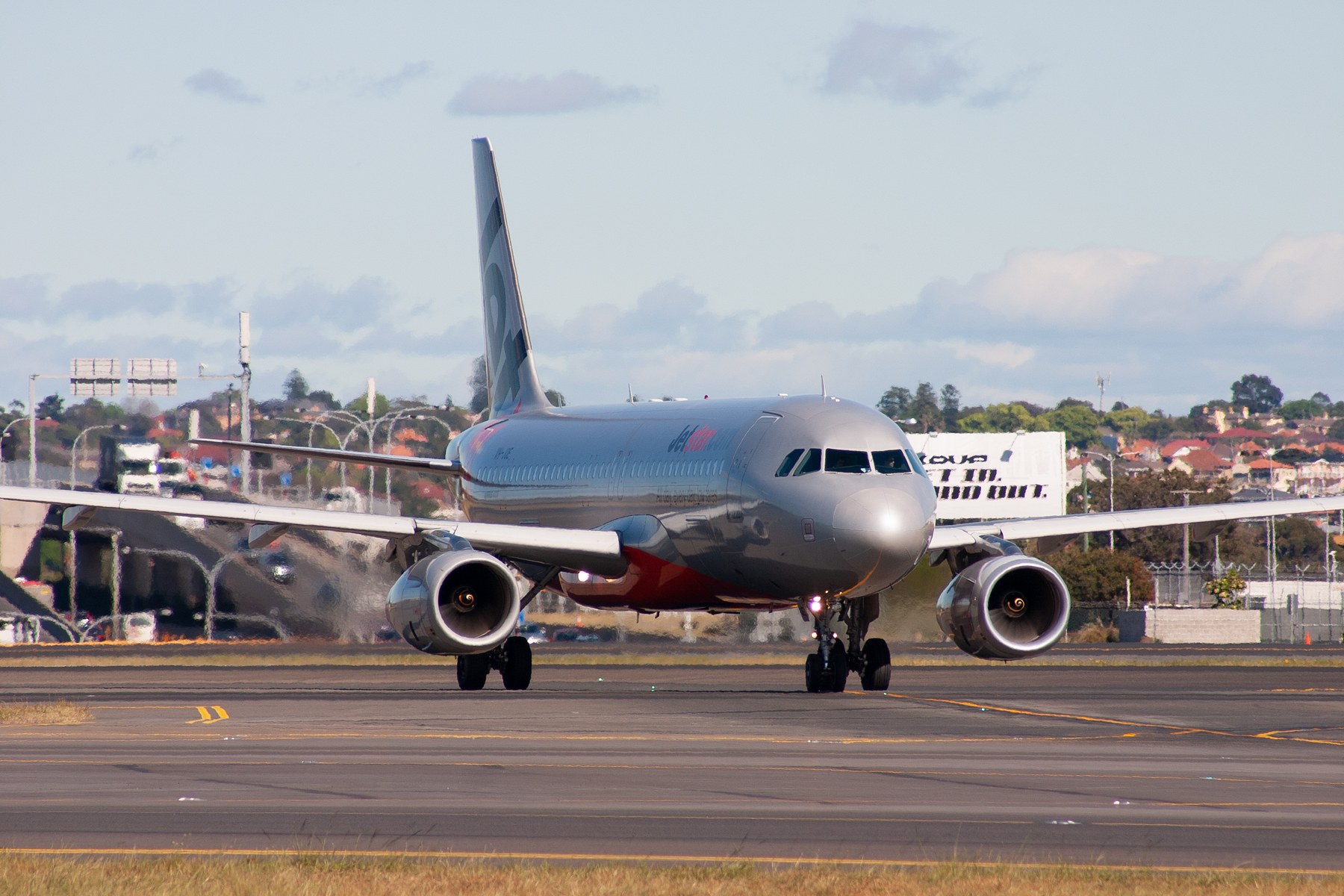 Jetstar Airways Airbus A320-200 VH-JQE at Kingsford Smith