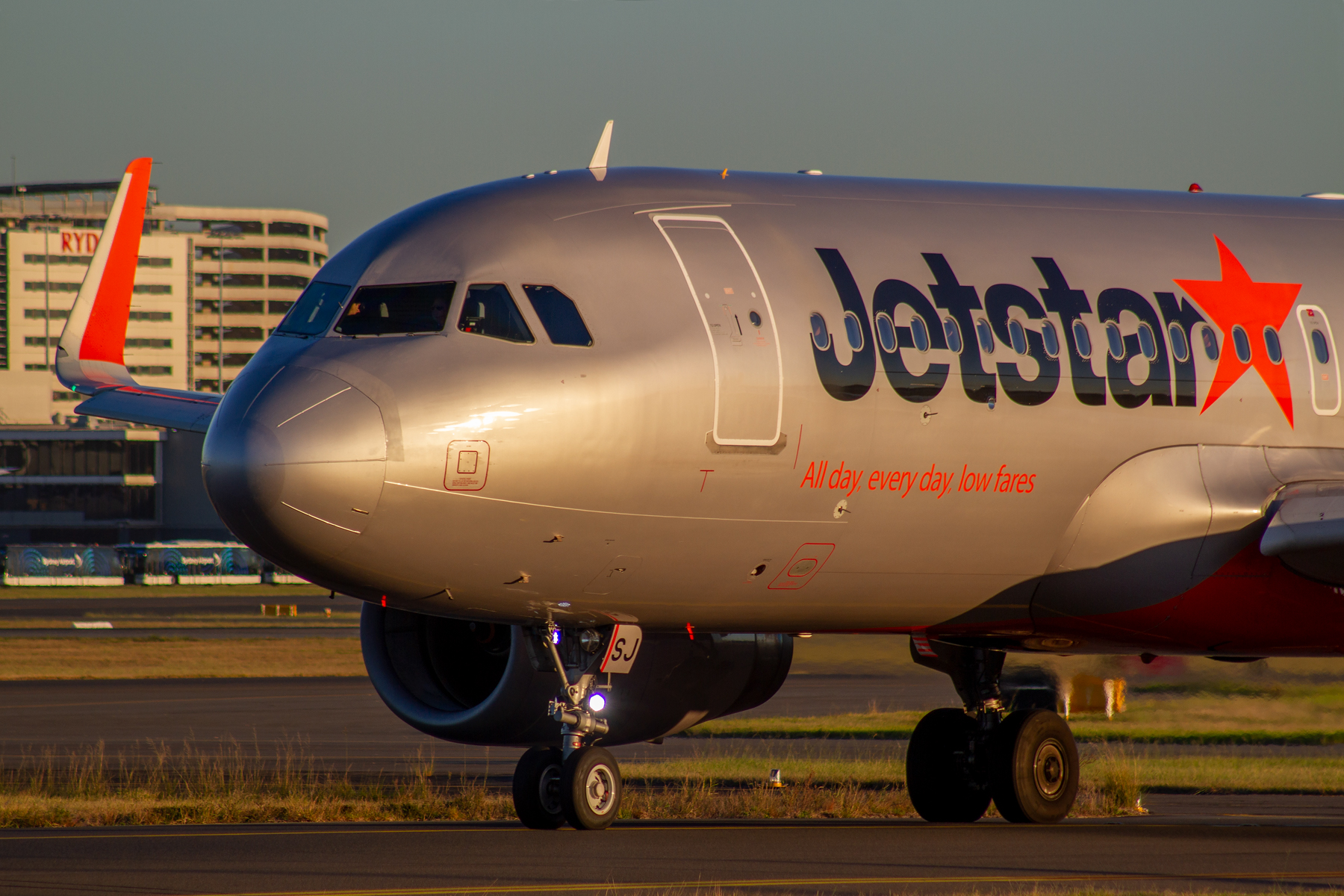 Jetstar Airways Airbus A320-200 VH-XSJ at Kingsford Smith