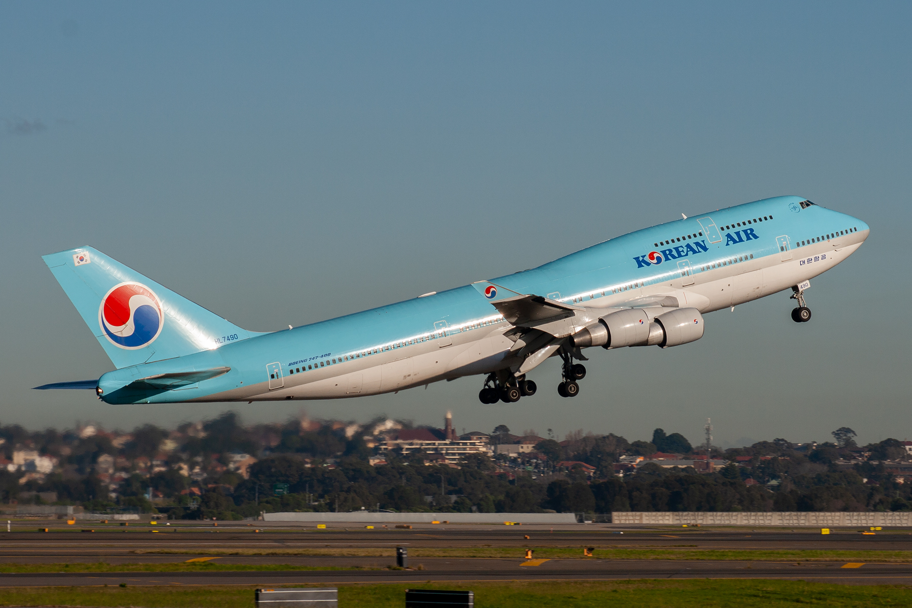 Korean Air Boeing 747-400 HL7490 at Kingsford Smith