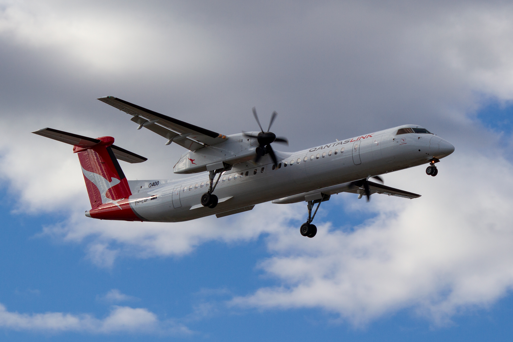 QantasLINK deHavilland Canada DHC8-Q400NG VH-LQF at Kingsford Smith