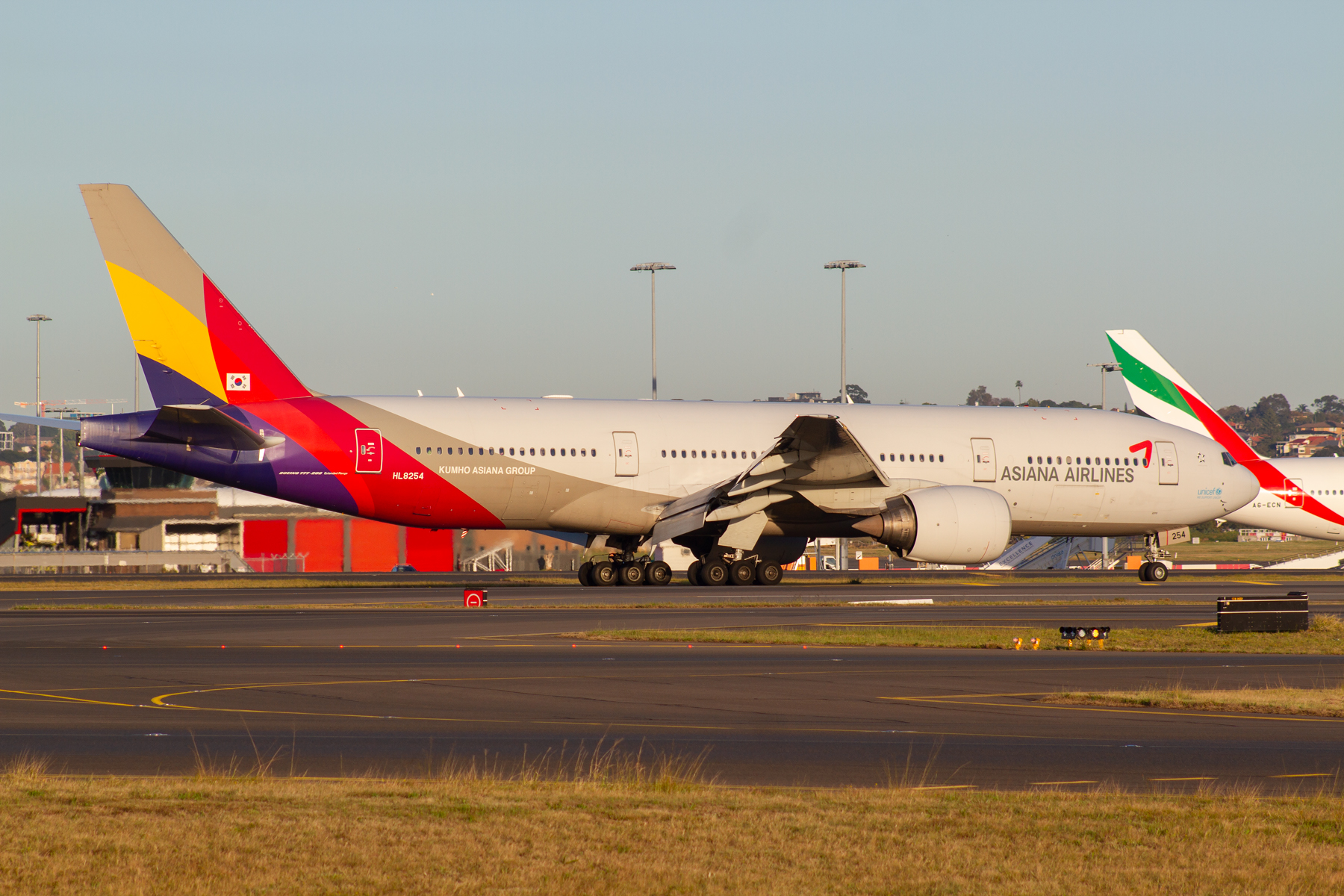 Asiana Boeing 777-200ER HL8254 at Kingsford Smith