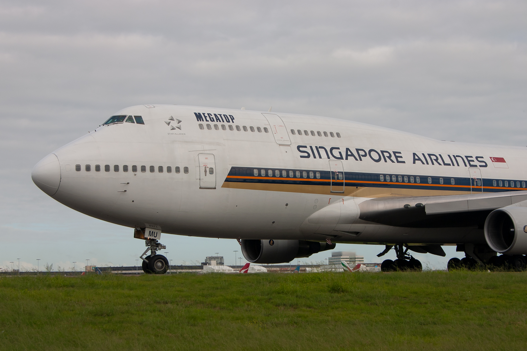 Singapore Airlines Boeing 747-400 9V-SMU at Kingsford Smith