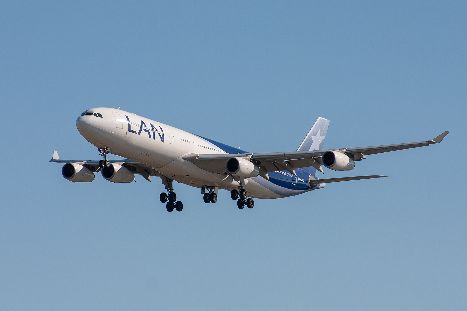 LAN Airlines Airbus A340-300 CC-CQG at Kingsford Smith