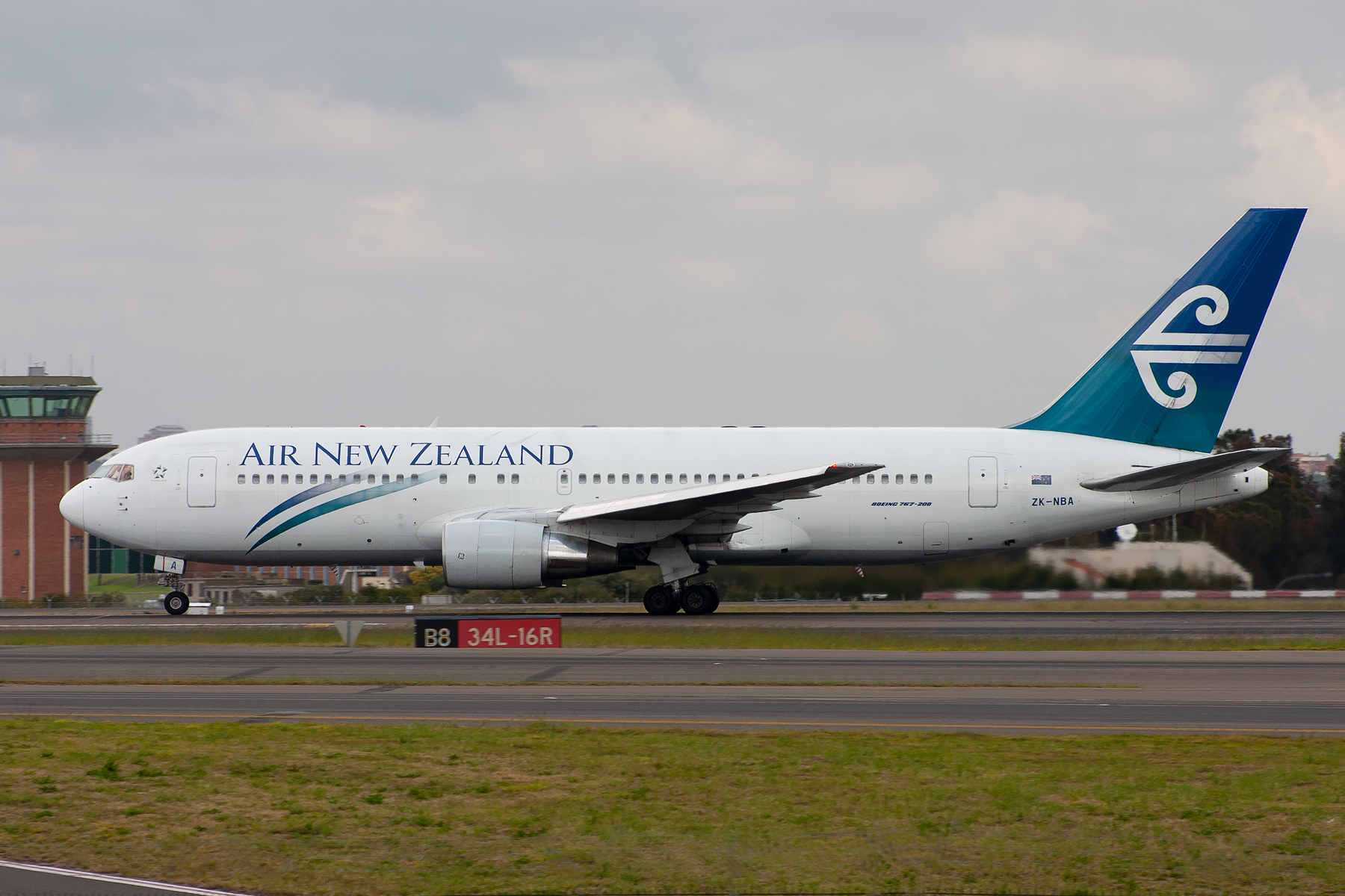 Air New Zealand Boeing 767-200ER ZK-NBA at Kingsford Smith