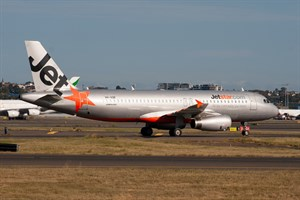 Jetstar Airways Airbus A320-200 VH-VQR at Kingsford Smith