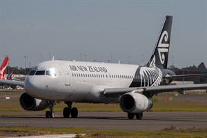 Air New Zealand Airbus A320-200 ZK-OJM at Kingsford Smith