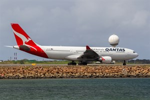 Qantas Airbus A330-200 VH-EBR at Kingsford Smith