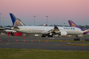 United Airlines Boeing 787-900 N38950 at Kingsford Smith