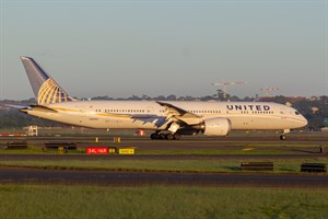 United Airlines Boeing 787-900 N26952 at Kingsford Smith