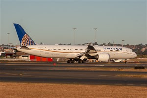 United Airlines Boeing 787-900 N35953 at Kingsford Smith