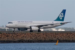 Air New Zealand Airbus A320-200 ZK-OJA at Kingsford Smith