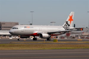 Jetstar Airways Airbus A320-200 VH-JQX at Kingsford Smith
